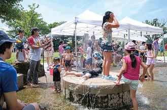しろやま公園では水遊びを実施
