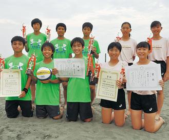 県優勝した梅田中男子、準優勝の西浜中女子
