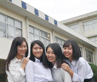 もんすてらのメンバー。左から大塚さん、桑名さん、吉田さん、大本さん