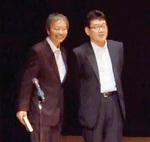 2010年の講演会での重松さん(右)とかわもとさん