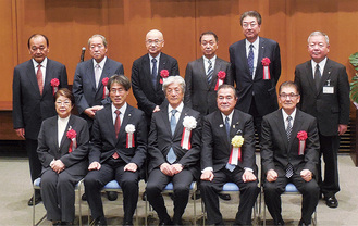 県優良産業人表彰の受賞者ら