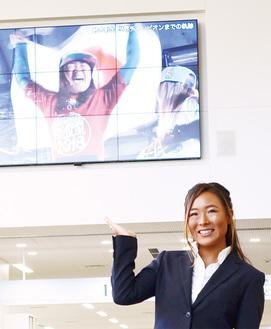 市役所の大型ビジョンには優勝までの軌跡の動画が期間限定で公開された