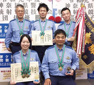 (左上から時計回りに)三芳警部補、渡辺巡査部長、江尻巡査長、井上警部補、上村巡査