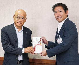 山本さん(左)と佐藤市長