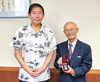 佐藤市長から贈呈された