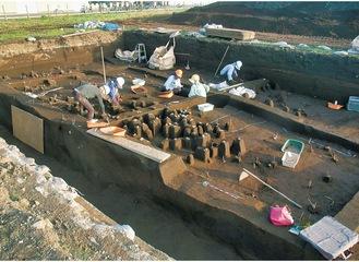 発掘作業の様子=市教委提供