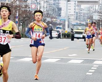 1区を走った小谷さん(左から2人目) =12/22・京都
