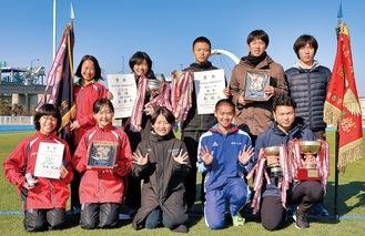 10連覇を喜ぶ松林Aのメンバー