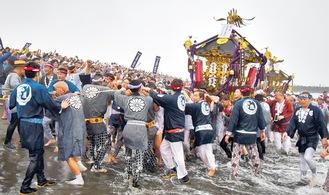 昨年の浜降祭の様子