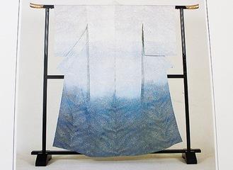 全日本新人染織展で京都市長賞を受賞した「春の海」
