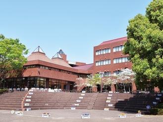 湘南キャンパスの中庭(文教大学提供)