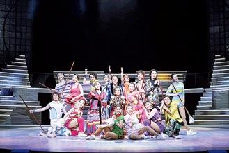舞台『The Bridge』出演時の大鹿さん(後列左から3人目)撮影:荒井 健