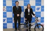 BMXの五輪強化育成選手・内藤さんが茅ヶ崎市長を表敬訪問