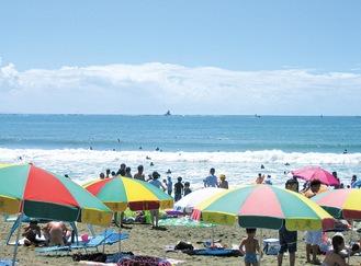 海水浴客で毎年にぎわうサザンビーチ(茅ヶ崎市提供)