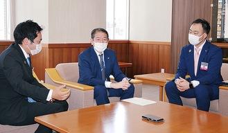 (左から)坂倉会長、佐藤市長、北川理事長