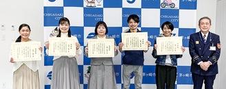 左から渡邊範子さん・修子さん、鶴田さん、佐藤さん、松川さん、小澤消防長