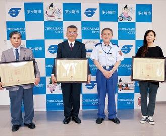 (左から)吉野さん、佐藤さん、小澤消防長、小野寺さん