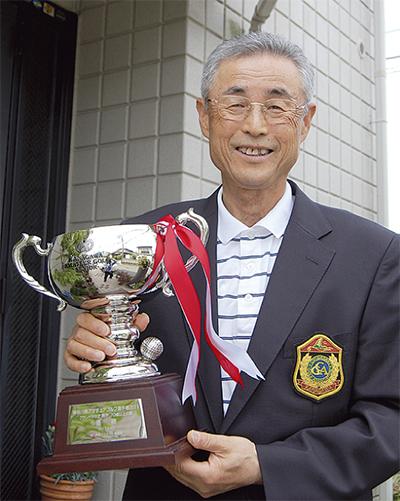 浜之郷在住の佐野勝勇さん我慢のゴルフで連覇