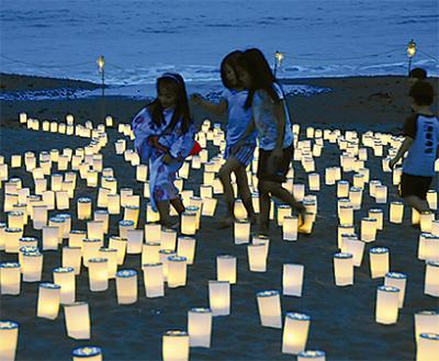 浜辺を染める炎と光