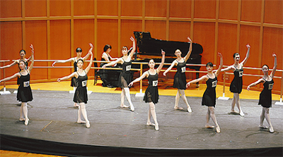 新設バレエクラスが舞台試験