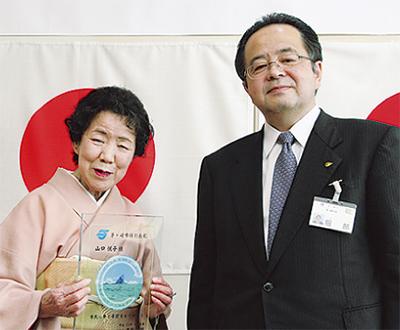 山口さんに特別表彰