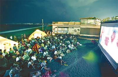 「ブルーハワイ」ビーチ上映
