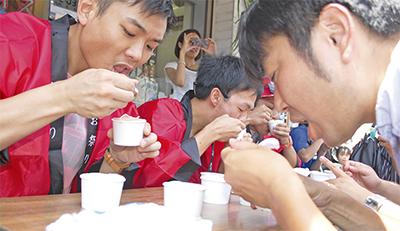 アイス大食いで熱戦