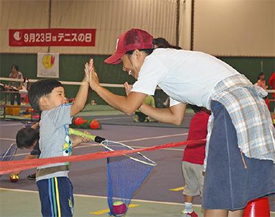 テニスで親子交流を