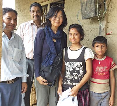 ネパールの女学生を支援