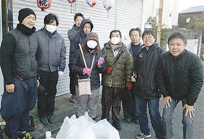 市民団体が「感謝」の清掃