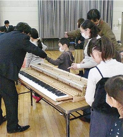 ピアノの仕組みを体験