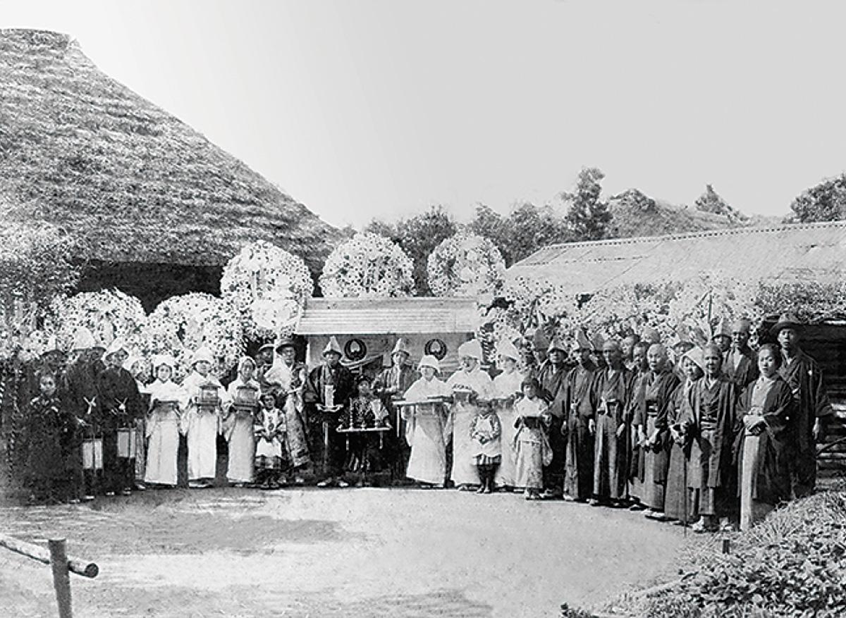 葬儀 今と昔 葬儀の礼服は白?