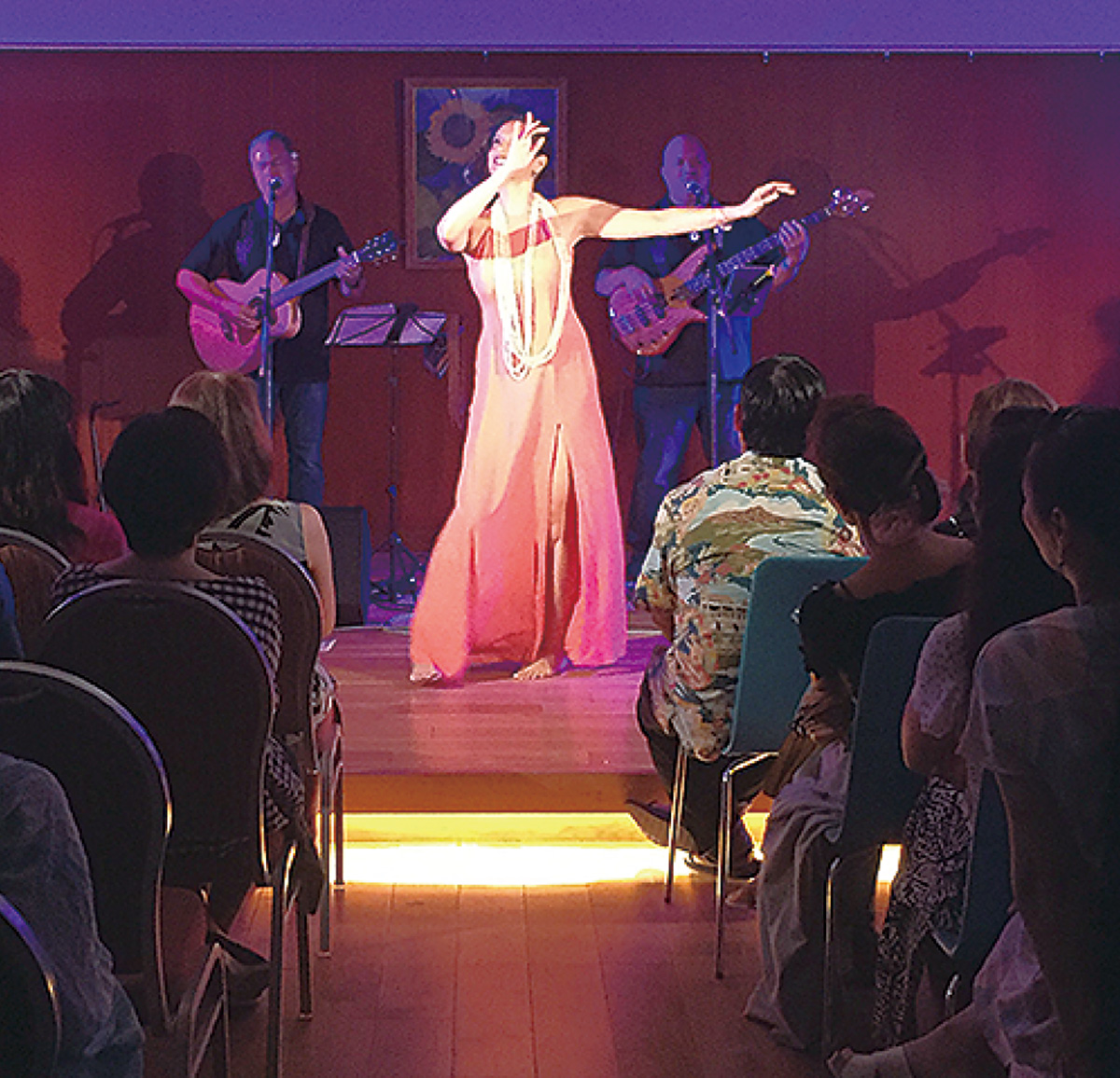 ハワイの音楽で観客を魅了