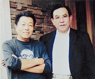 大泉さんと山上さん(右)