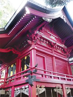倉見神社の本殿。四方の壁に十二支が配置されている