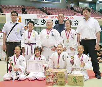 3位入賞した寒川柔友会の選手たち