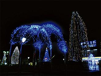 毎日午後5時から10時まで点灯する駅前公園のイルミ