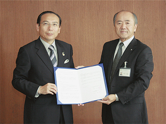 石渡理事長(左)と木村町長