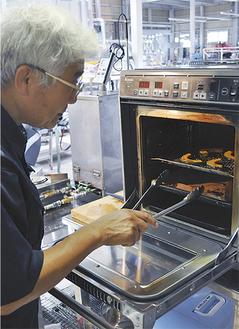 水素オーブンを使用。鶏肉やかぼちゃ、エリンギなどの調理に適しているという