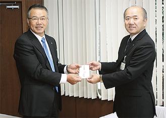 椎谷地区長(左)と木村町長