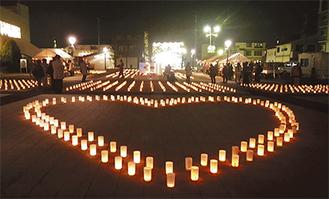 多くの参加者が手を合わせて被災地への思いを巡らせた(昨年)