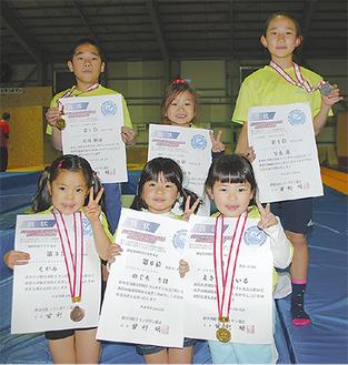 入賞した6選手。前列左から江上さん、野口さん、牧野さん、後列左から石川君、中谷さん、宮長さん