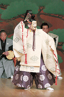 「融」を演じる金春流八十世家元・金春安明氏(撮影:吉越研)