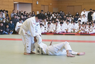 室田道場の小助川君(左)と井上君