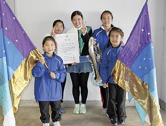 寒川メンバーの5人。前列左から星川莉子さん、古谷理栞さん、後列左から勝又咲貴さん、杉山心海さん、古谷理桜さん
