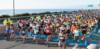 昨年の大会(湘南国際マラソン事務局提供)