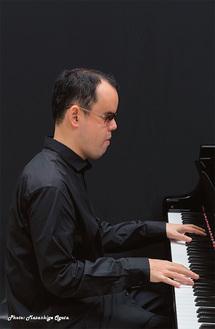 盲目のピアニストとして世界的に著名な梯氏
