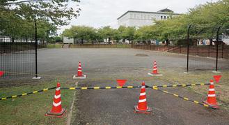 設置場所となる中央公園内の北側自由広場。現在、フェンスの設置等の工事が進められている。下の写真は長野県・富士見パノラマリゾートのパンプトラック。このようなコースが設置されることになる