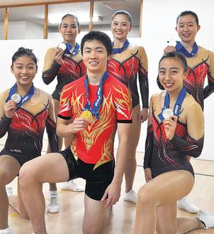 後列左から時計回りに木津さん、上田さん、西川さん、鈴木さん、今村一歩君、今村菜子さん
