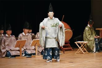 初めて一般に公開された伝統神事の「田打舞」 =4月13日町民センター